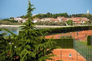 hotel-maestral-tenis-pogled-prema-novigradu-900x600 (1)